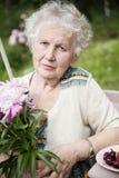Donna anziana seria Fotografie Stock Libere da Diritti