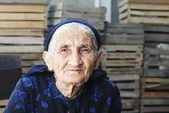 Donna anziana in vestito Immagini Stock Libere da Diritti