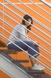 Donna in arancio immagini stock libere da diritti