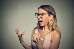 Donna arrabbiata che grida Fotografie Stock