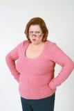 Donna arrabbiata con le mani sulle anche Fotografia Stock