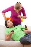 Donna arrabbiata ed il suo marito fotografie stock libere da diritti