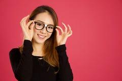 Donna asiatica abbastanza giovane nello studio fotografia stock libera da diritti