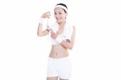Donna asiatica in buona salute con l'asciugamano e la bottiglia di acqua Fotografia Stock