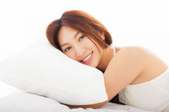 donna asiatica che dorme nel letto Fotografia Stock Libera da Diritti