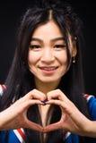 Donna asiatica che esprime le emozioni nello studio Fotografia Stock