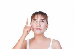 Donna asiatica che indica dito fino a qualcosa Immagini Stock Libere da Diritti