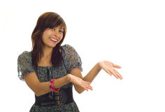 Donna asiatica che presenta un prodotto fotografia stock libera da diritti