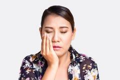 Donna asiatica che soffre dal mal di denti Fotografia Stock