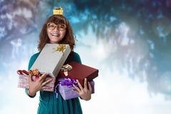 Donna asiatica con alcuni regali Immagini Stock Libere da Diritti