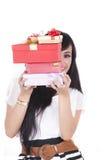 Donna asiatica con il regalo di natale Fotografie Stock Libere da Diritti