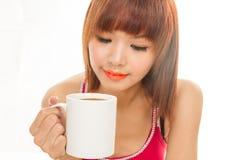 Donna asiatica con la tazza di caffè Immagini Stock Libere da Diritti