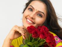 Donna asiatica con le rose Immagini Stock
