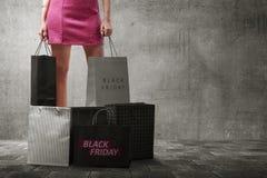 Donna asiatica con molti sacchetti della spesa Fotografia Stock Libera da Diritti