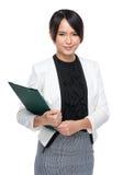 Donna asiatica di affari con la lavagna per appunti Fotografia Stock Libera da Diritti