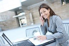 Donna asiatica di affari sul computer portatile Fotografia Stock Libera da Diritti