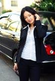 donna asiatica di affari sul telefono fotografia stock libera da diritti