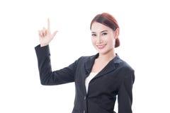 Donna asiatica di giovani affari che indica su fotografia stock libera da diritti