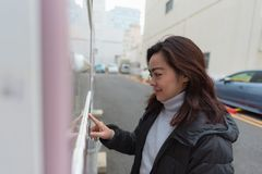 Donna asiatica felice Fotografia Stock