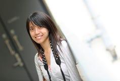 Donna asiatica nell'usura casuale Immagini Stock