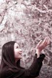 Donna asiatica in primavera Fotografia Stock Libera da Diritti