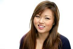 Donna asiatica sorridente in camicia blu Fotografia Stock