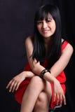Donna asiatica in vestito rosso Fotografia Stock