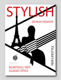 Donna astratta con la cima a strisce a Parigi con la torre Eiffel Progettazione della copertura di rivista di moda Fotografie Stock