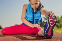 Donna atletica - allungamenti Fotografia Stock Libera da Diritti