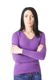 Donna attenta in maglione porpora con le armi piegate Fotografia Stock