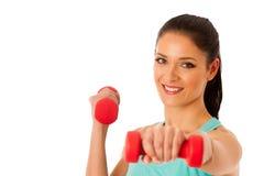 Donna attiva con l'allenamento delle teste di legno nella palestra di forma fisica isolata più Fotografie Stock Libere da Diritti