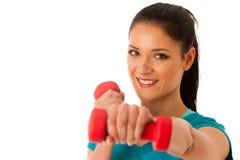 Donna attiva con l'allenamento delle teste di legno nella palestra di forma fisica isolata più Fotografie Stock