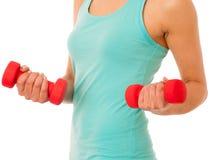 Donna attiva con l'allenamento delle teste di legno nella palestra di forma fisica isolata più Immagini Stock Libere da Diritti