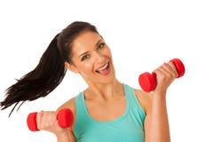 Donna attiva con l'allenamento delle teste di legno nella palestra di forma fisica isolata più Fotografia Stock Libera da Diritti
