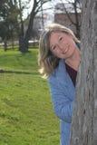 Donna attraente all'aperto Fotografia Stock Libera da Diritti