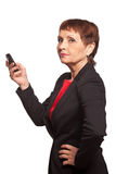 Donna attraente 50 anni con un telefono cellulare Immagine Stock