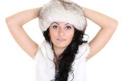 Donna attraente in cappello di pelliccia Fotografie Stock Libere da Diritti