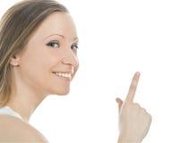 Donna attraente che indica la sua barretta Fotografie Stock Libere da Diritti