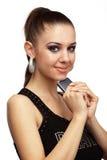 Donna attraente che tiene telefono mobile Immagine Stock