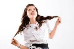 Donna attraente con bei capelli castana lunghi Immagini Stock
