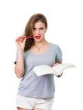 Donna attraente con i vetri di lettura immagini stock