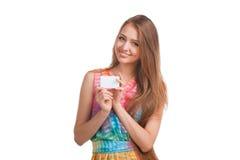 Donna attraente con il biglietto da visita Immagine Stock Libera da Diritti