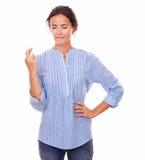 Donna attraente con il segno fortunato e gli occhi chiusi Fotografie Stock Libere da Diritti