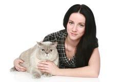 Donna attraente con un gatto Fotografie Stock Libere da Diritti