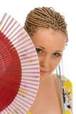 Donna attraente con un ventilatore immagini stock