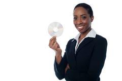 Donna attraente in formals che tengono CD Fotografia Stock Libera da Diritti