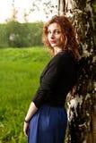 Donna attraente in natura Immagini Stock