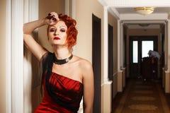 Donna attraente nel rosso Fotografia Stock Libera da Diritti