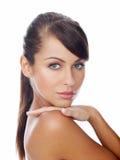 Donna attraente seria con capelli marroni lunghi Fotografie Stock Libere da Diritti