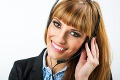 Donna attraente sorridente con la cuffia Fotografie Stock